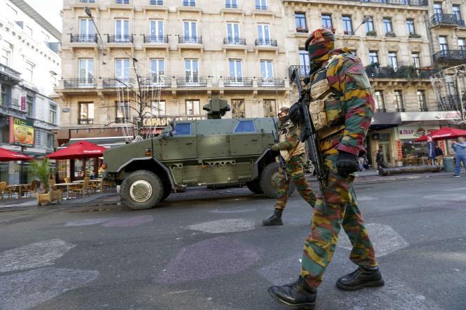 Dans les rues de Bruxelles, lundi 23 novembre.