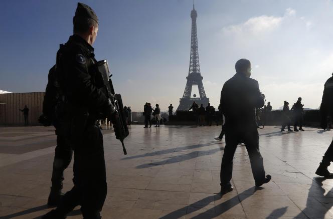 François Hollande a annoncé le 16 novembre la création de 5 000 emplois dans la police et la gendarmerie.