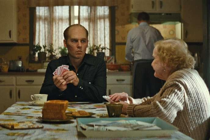 Johnny Depp et Mary Klug dans le film américain de Scott Cooper,