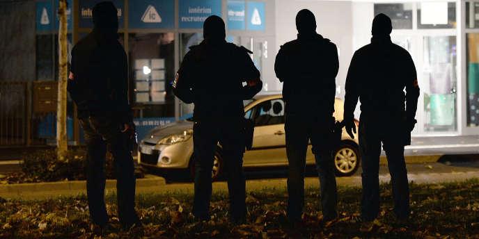 Des policiers à Strasbourg, le 16 novembre 2015.