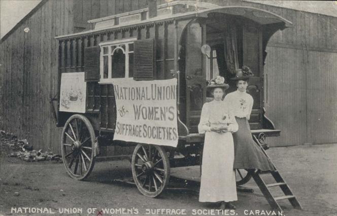 Des femmes de la National union of women's suffrage societies.