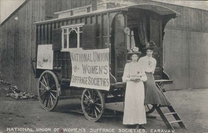 Des femmes de la National union of women's suffrage societies.