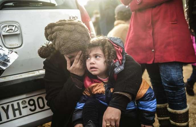 Des migrants sur l'île grecque de Lesbos, le 24 novembre.
