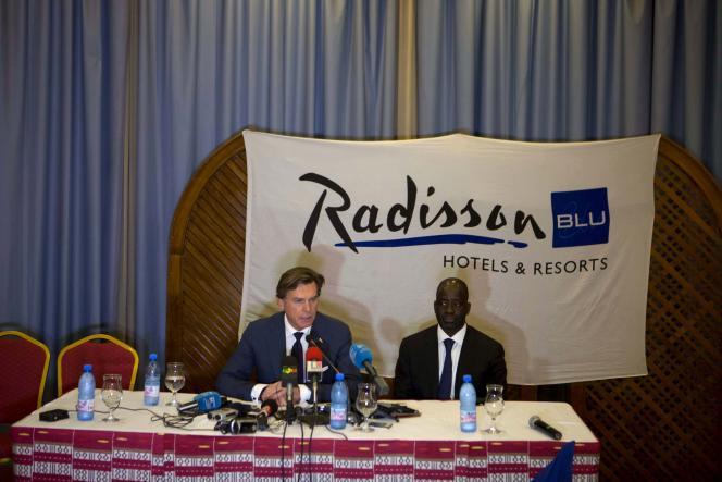 Wolfgang Neumann (à gauche), patron du groupe Rezidnor Hotel, avec Cessé Komé, propriétaire du Radisson Blu de Bamako.