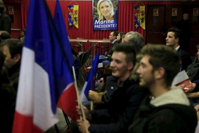 Lors d'un meeting de Marine Le Pen à Amiens le 23 novembre 2015.