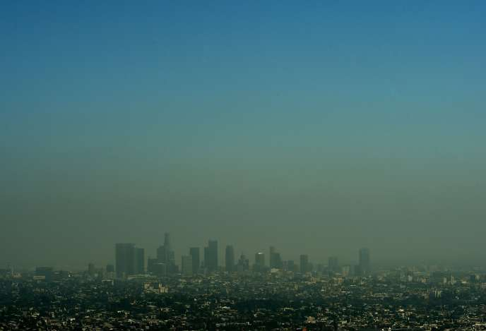 Smog de pollution à Los Angeles (Californie), le 31 mars 2015.
