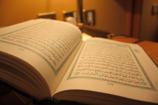 Le Coran, livre sacré de l'islam.