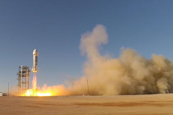 Blue Origin, la société de l'Americain Jeff Bezos, par ailleurs patron d'Amazon, a réussi à faire décoller et atterrir en douceur une fusée, New Shepard, après un vol suborbital non habité.