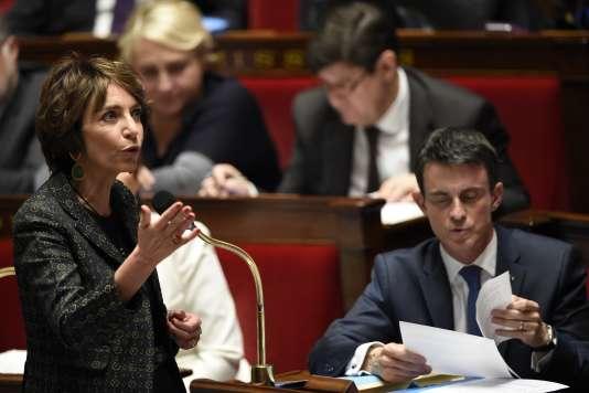 La ministre de la santé Marisol Touraine et le premier ministre Manuel Valls en novembre 2015 à l'Assemblée nationale.