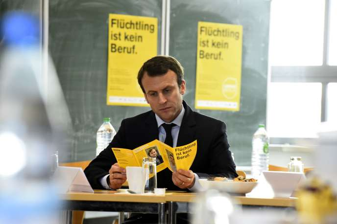 Emmanuel Macron, le 24 novembre 2015.  AFP PHOTO / TOBIAS SCHWARZ