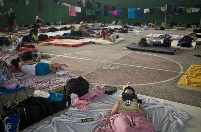 Des migrants cubains hébergés dans un gymnase à La Cruz au Costa Rica, le 20 novembre 2015.