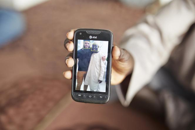 Soulemane Dran est un imam gambien qui travaille à la Copagril, l'usine de volailles halal qui emploie les réfugiés. Ses employeurs lui ont demandé de se couper la barbe.