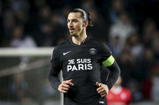 Zlatan Ibrahimovic, pendant le match dans lequel le PSG s'est tranquillement qualifié pour les huitièmes de finale de la Ligue des champions, mercredi 25 novembre.