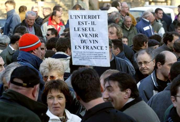 Manifestation de viticulteurs contre la loi Evin le 10 mars 2004 à Carcassone.