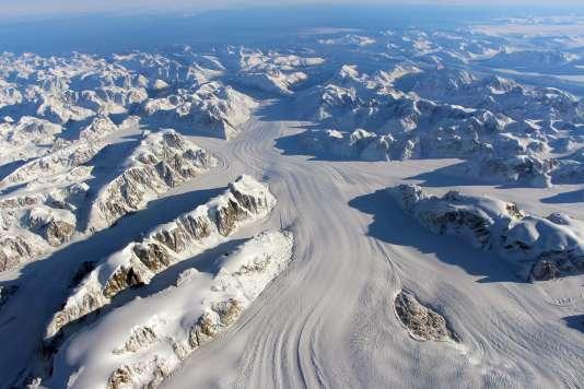 Image de la NASA du glacier Heimdal Glacier, au sud du Groenland.