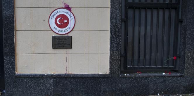 Le ministre des affaires étrangères russe, Sergueï Lavrov, a prévenu mercredi25novembre que Moscou allait «sérieusement réévaluer» les relations avec Ankara.