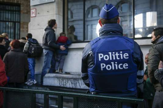 Devant une école à Bruxelles, le 25 novembre.