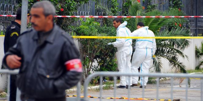 Devant la scène de l'explosion à Tunis, mercredi 25 novembre.