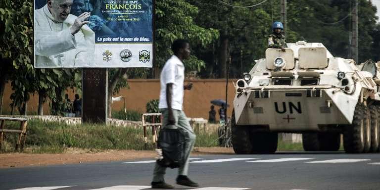 Un convoi de la Minusca, le 25 novembre 2015 à Bangui, capitale de la République centrafricaine.