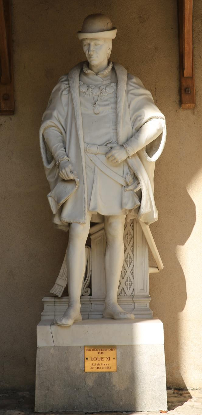 Statue de Louis XI, de Jean-Louis Nicolas Jally (1838), à Amboise.