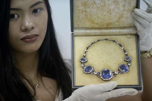 Un collier ayant appartenu à Imelda Marcos.