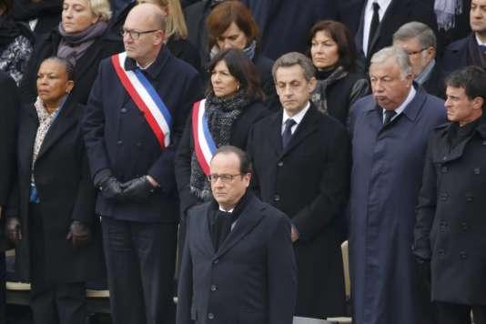 Le président François Hollande devant les membres du gouvernement mais aussi l'ancien chef de l'Etat Nicolas Sarkozy et la maire de Paris Anne Hidalgo, le 27 novembre lors de l'hommade de la nation aux victimes des attentats du 13 novembre.