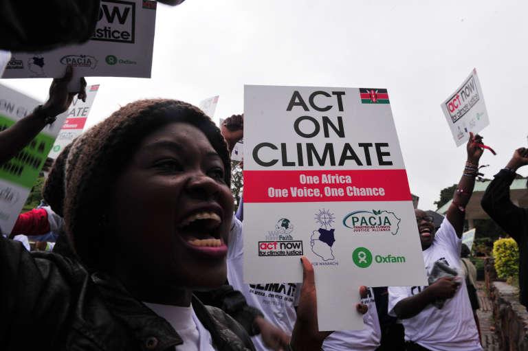 A Nairobi, au Kenya, des centaines de personnes ont manifesté, le 14 novembre 2015, pour appeler les dirigeants au changement et à la justice pour l'Afrique dans le traitement des questions climatiques.