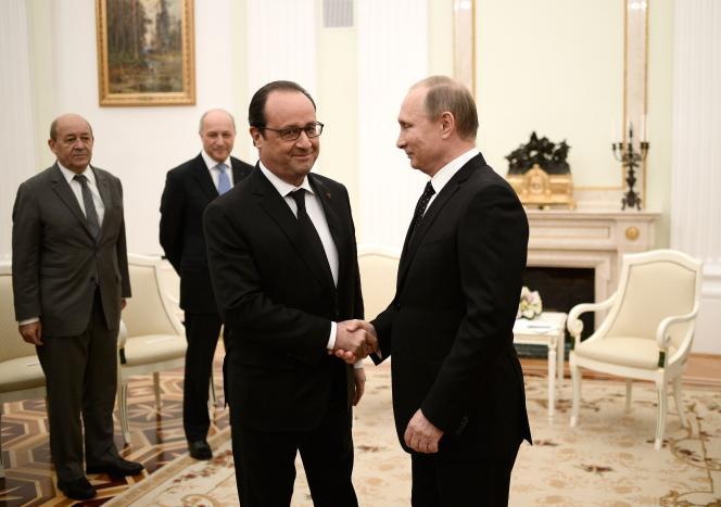 Vladimir Poutine accueille François Hollande, Jean-Yves Le Drian et Laurent Fabius,  au Kremlin, le 26 novembre.
