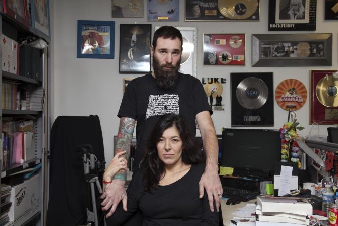Caroline Dos Santos et Julien Boudot, rescapés du Bataclan, dans leur bureau de Canal+, à Boulogne Billancourt, le 25 novembre.
