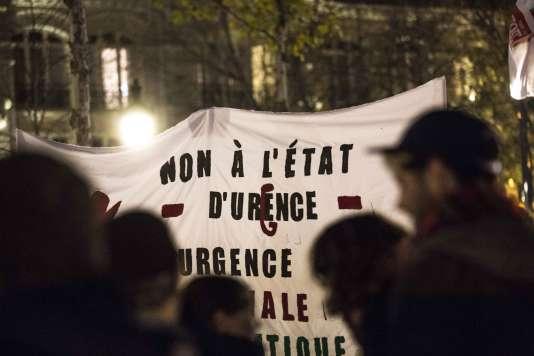 Rassemblement le 26 novembre à Paris contre l'interdiction de manifester dans le cadre des mesures liées à l'état d'urgence.