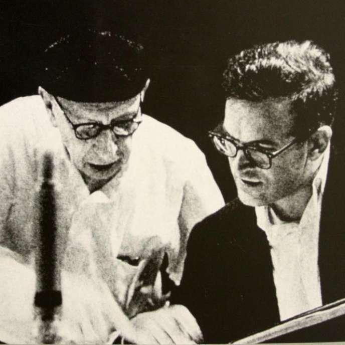 Détail de la couverture de la version espagnole d'un ouvrage d'Igor Stravinsky et Robert Craft (à droite sur la photo).