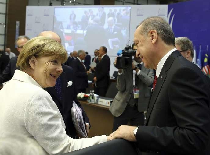 Le président turc, Recep Tayyip Erdogan, et la chancelière allemande, Angela Merkel, lors du sommet du G20 à Antalya (Turquie), le 16 novembre.