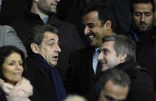 Nicolas Sarkozy et l'émir du Qatar,  cheikh Tamim ben Hamad Al-Thani, au Parc des Princes, le 28 novembre 2015.