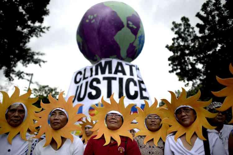 Environ 3 000 personnes ont défilé samedi 28 novembre à Manille, aux Philippines, frappées régulièrement par des cyclones attribués au dérèglement climatique.