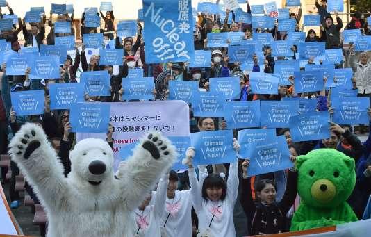 Le 28 novembre, à Tokyo, quelque 1 000 personnes ont assisté sous le soleil à un événement au parc de Hibiya, au cœur de la capitale.