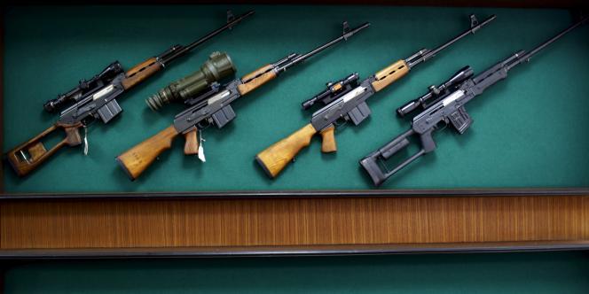 Des fusils exposés dans le hall de la Zastava Arms, fabriquant d'armes de Kragujevac (Serbie) le 8 mai 2013.