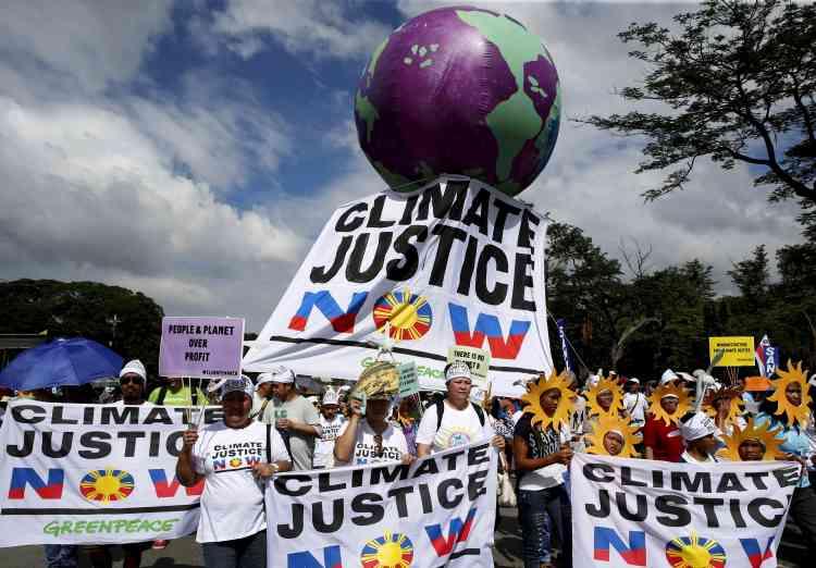 """""""Justice climatique maintenant"""", pouvait-on lire sur une des pancartes des manifestants."""