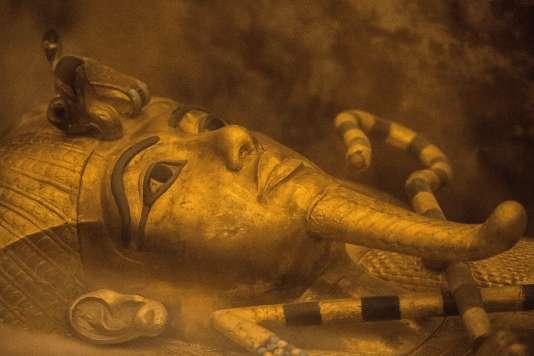 De nouvelles analyses au radar menées dans la tombe du pharaon Toutankhamon à Louxor, dans le sud de l'Egypte, confortent la thèse d'une chambre secrète où pourrait être enterrée la reine Néfertiti, Le 28 novembre 2015.
