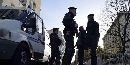 Patrouille de police à Paris.