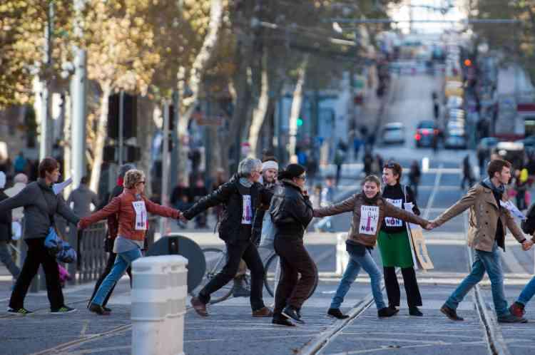 Chaîne humaine à Marseille.