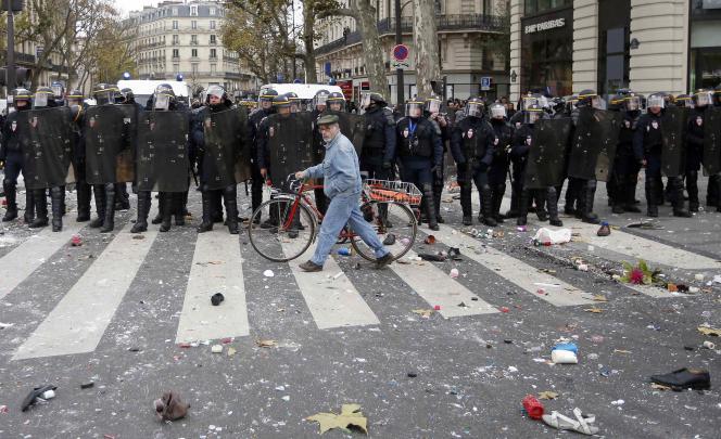 Les deux premières condamnations sont tombées après la manifestation émaillée de violences de dimanche à Paris. Récit d'audience.