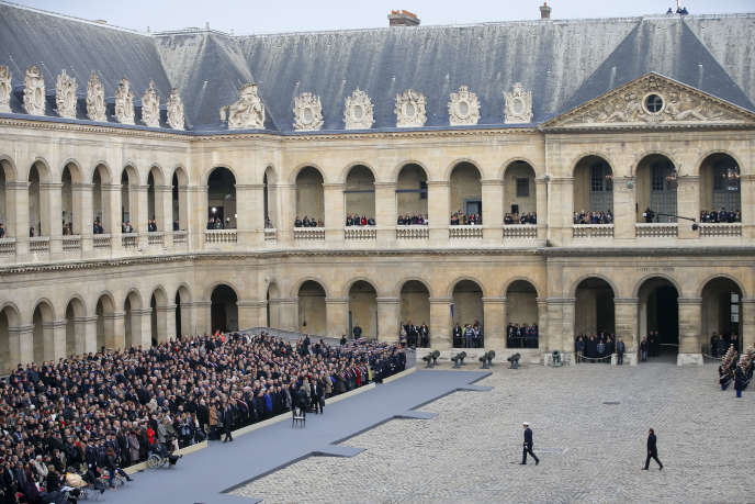 François Hollande préside l'hommage national de la nation aux victimes des attentats du 13 novembre 2015 aux Invalides à Paris, vendredi 27 novembre 2015.