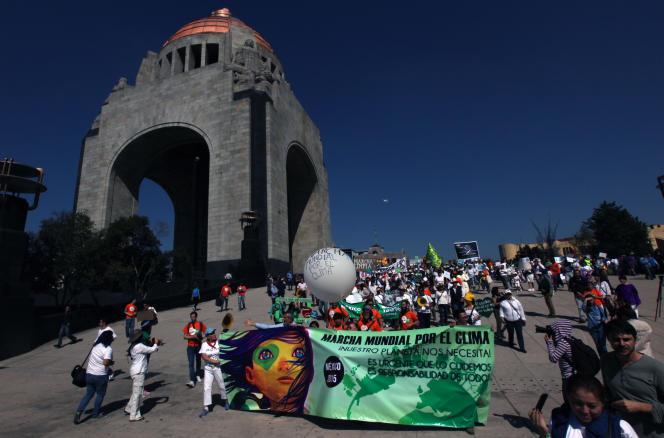 A Mexico, près d'un millier de mexicains demandent pardon à la terre.