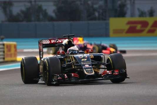 Le pilote français Romain Grosjean, au sein de l'équipe Lotus F1 Team, pendant le Grand Prix de Formule 1 d'Abou Dhabi, le 29 novembre 2015.