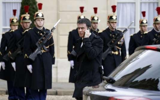 « Nous serons en état d'urgence et nous utiliserons tous les dispositifs pour protéger les Français », a déclaré Manuel Valls sur Europe 1, mardi 1er décembre.