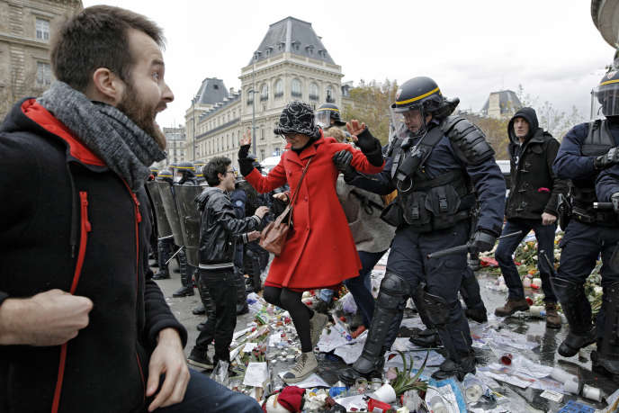 Manifestation du dimanche 29 novembre, place de la République, Paris. (AP Photo/Laurent Cipriani)