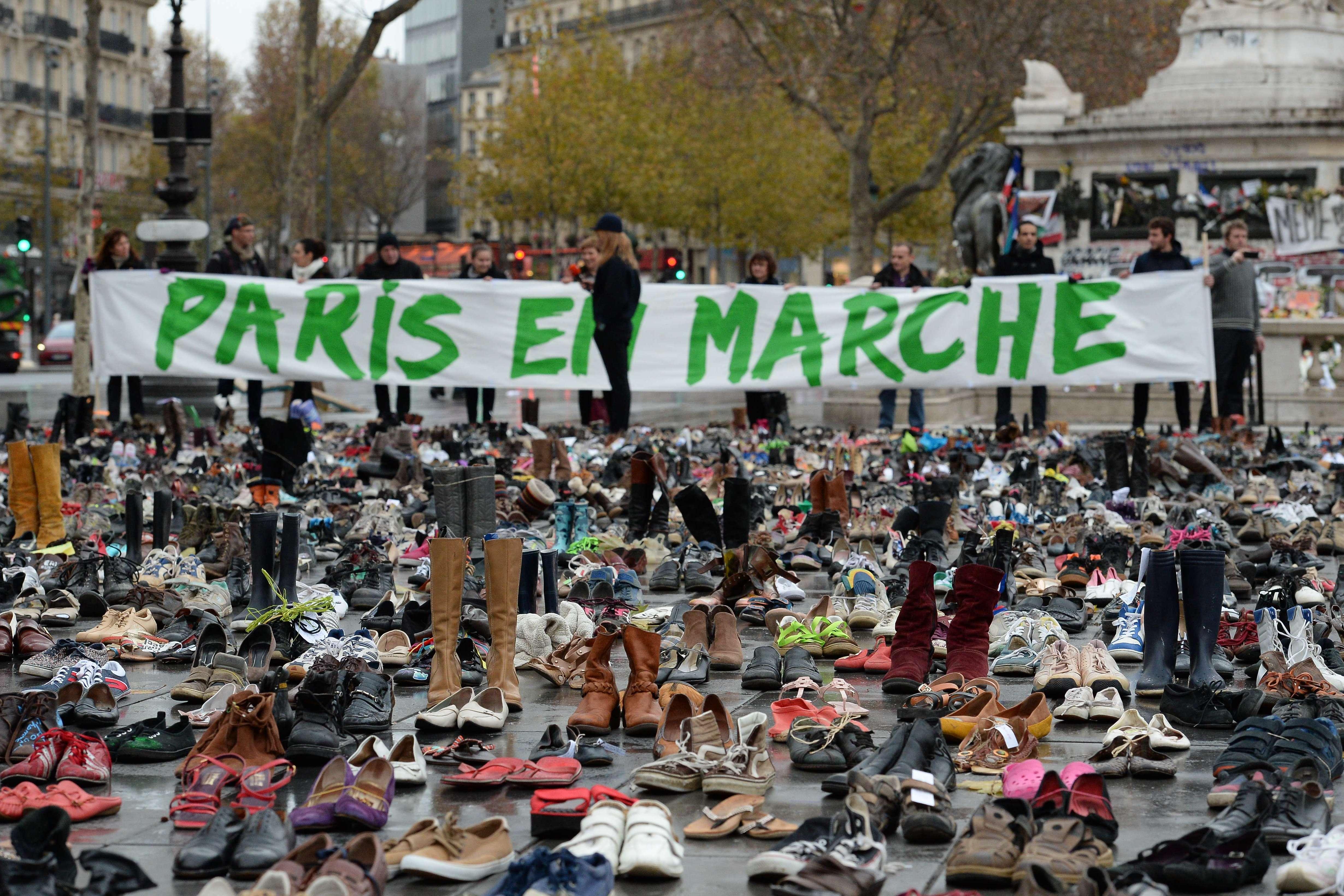 """""""Plus de quatre tonnes"""" de chaussures ont été collectées depuis une semaine, explique à l'AFP Emma Ruby Sachs, directrice adjointe d'Avaaz, mouvement mondial de mobilisation citoyenne, à l'initiative de l'opération."""