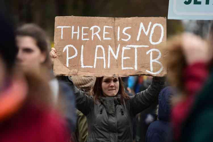 """""""Il n'y a pas de planète B"""", peut-on lire sur cette pancarte brandie lors d'un rassemblement à Berlin."""