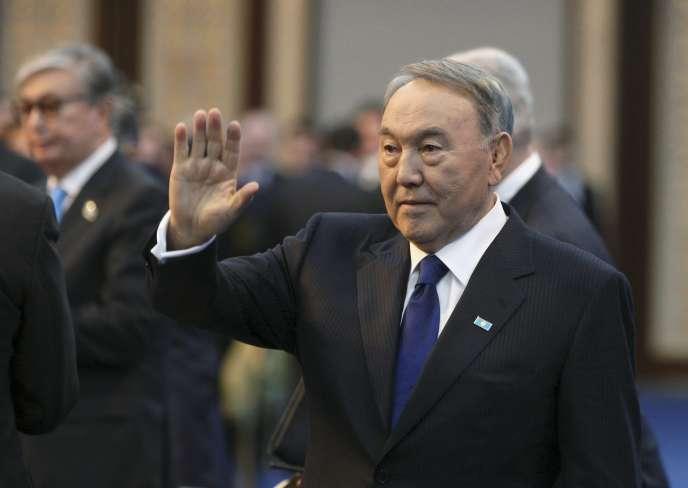 Au pouvoir depuis 1989, Noursoultan Nazarbayev a été réélu en 2015 à la tête du pays avec 98 % des votes.