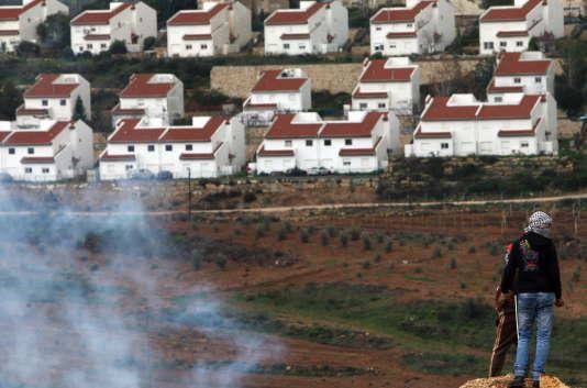 Devant la colonie de Halamish, en CIsjordanie.